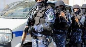 الشرطة تقبض على شخص أثناء قيامه بالتنقيب عن الاثار في الخليل