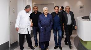 رويترز: لا يوجد موعد محدد لخروج الرئيس محمود عباس من المستشفى