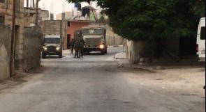 طولكرم: الاحتلال يقتحم ضاحية شويكة ويشرع بعمليات تفتيش في الأراضي الزراعية
