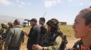 المستوطن سهيل يستولي على قرية الشهيد عرفات