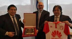 غضب يجبر المنتخب الكولومبي على إزالة صورة السفير الإسرائيلي