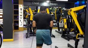 يروي لوطن قصة من التحدي.. مدرب رياضي بساق واحدة في غزة