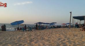 بعد أن ضاعفت البلدية ضرائبها.. أصحاب الاستراحات على شواطئ غزة يشتكون عبر وطن من سوء أوضاعهم
