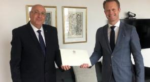 السفير حساسيان يقدم أوراق اعتماده في مملكة الدنمارك