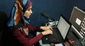 """خاص لـ """"وطن"""": بالفيديو..غزة: سمية خطاب.. كفيفة تعّد وتقدم برامج إذاعية"""
