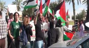 بالفيديو.. شبان فلسطينيون يغلقون مدخل مستوطنة معاليه أدوميم