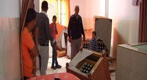 بالفيديو.. جيش الاحتلال يدمر محتويات منزل مواطن في الخليل