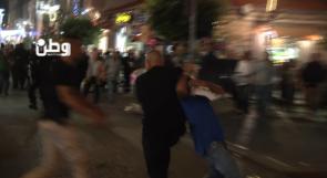 خاص لوطن بالفيديو ... شاهد كيف قمعت الأجهزة الأمنية المتظاهرين وسط رام الله