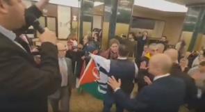 """فيديو ... """"BDS"""" تنجح في منع عقد مؤتمر للمستوطنين في مدريد"""