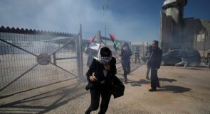 الاحتلال يقمع مسيرة نسوية خرجت في اليوم العالمي للمرأة نصرة للقدس على حاجز قلنديا