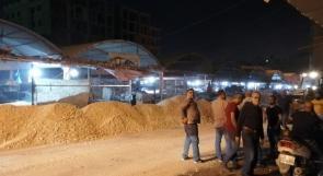 إغلاق حسبة الخضار في جنين بالسواتر الترابية.. البلدية توضح واصحاب البسطات يشتكون عبر وطن