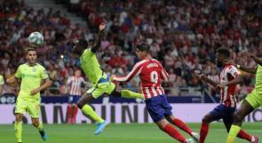 في مباراة اتسمت بالعصبية والبطاقات الملونة.. أتلتيكو مدريد يستهل الليغا بفوز صعب