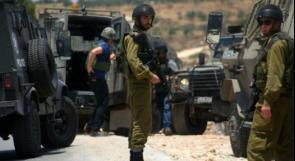 الاحتلال يعتقل شابا ويحتجز آخر على حاجز برطعة العسكري