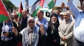 العشرات يؤدون صلاة الجمعة في الخان الأحمر