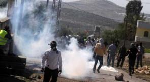 عشرات حالات الاختناق خلال مواجهات مع الاحتلال في بلدة بيت أمر