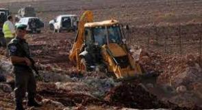 الاحتلال يجرف خط مياه وطريقا تربط قرى بمسافر يطا جنوب الخليل