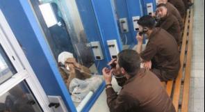 الاحتلال يعتقل والدة الأسير محمد البدن خلال زيارته في السجن