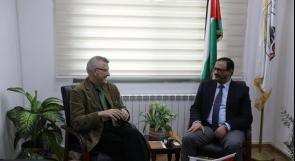 المستشار براك يستقبل ممثل جمهورية سلوفينيا ويطلعه على آلية مكافحة الفساد في فلسطين