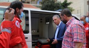 """صندوق """"وقفة عز"""" يتبرع بسيارتي إسعاف لمستشفى الهمشري بلبنان"""