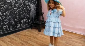 """الطفلة """"سما"""" أصغر عارضة أزياء في غزة"""