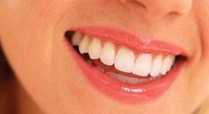 كيف تعالج اصفرار الاسنان؟