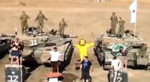شاهد الفيديو..رقصة 'هارلم تشيك' تتسبب بسجن جندي اسرائيلي وتجريد ضابط من منصبه