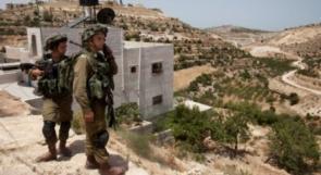 سلطات الاحتلال تخطر منزلا وجدران استنادية بالهدم غرب بيت لحم