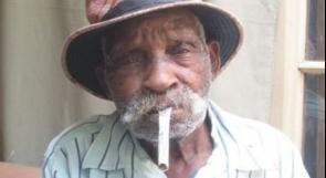 يمشي بلا عكاز.. أكبر رجل في العالم سناً يقرر الإقلاع عن التدخين