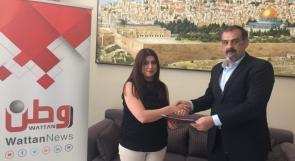 شبكة وطن الإعلامية وفندق الكرمل يوقعان اتفاقية إعلامية