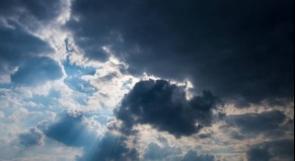 حالة الطقس: الحرارة أعلى من معدلها العام وفرصة للأمطار مساء
