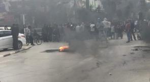 بالصور والفيديو  عائلة الغروف تغلق شوارع اريحا غضبا