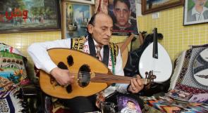 """""""الموسيقي أنتيكا"""".. حين يتحول صالون الحلاقة إلى صالون ثقافي!"""