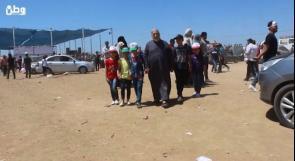 """فيديو  يصطحب احفاده لحدود غزة منذ 20 يوماً الحاج """"الددح"""" لـوطن: أصبحنا في أقرب نقطة للعودة"""