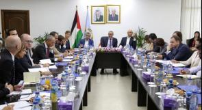 حسين الشيخ يطلع وفدا من دبلوماسيين أوروبيين وومثلي صندوق النقد والبنك الدوليين على آخر التطورات السياسية