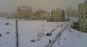 توقع تواصل سقوط الثلوج اليوم والمدارس والجامعات تعلق الدوام