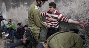 قوات الاحتلال تعتقل طالبا أثناء توجهه لمدرسته بالخليل