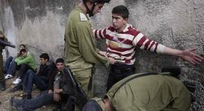 الاحتلال يعتقل شابا في الخضر وطفلا شمال القدس
