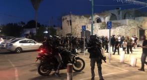 شرطة الاحتلال تقمع مسيرة في اللد وتعتقل عددا من المشاركين فيها
