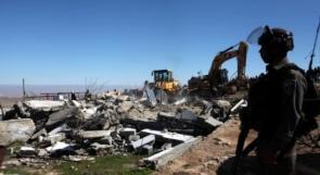 توزيع اخطارات في قرية النبي إلياس لهدم المباني
