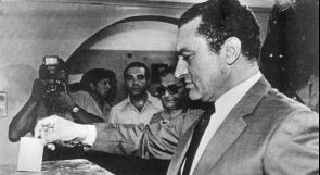 """""""الغارديان"""": لم يتوقّع أحد أن يتمكن مبارك من حكم مصر لثلاثة عقود"""
