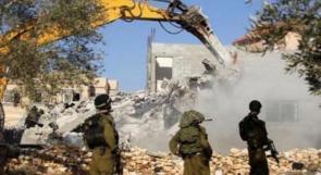الاحتلال يهدم مسكنا وحظيرة أغنام جنوب الخليل
