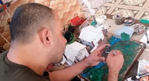 """الوحيد على مستوى فلسطين .. الفنان """"أبو طاقية"""" يبدع في فن المصغرات"""