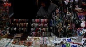 """""""الإصرار لنواصل المشوار"""".. بازار يجمع منتجات فلسطينية بأيادي نسائية"""