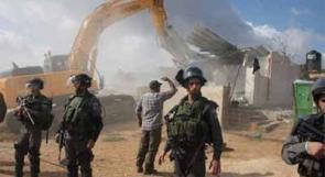 آليات الاحتلال تهدم منشآت صناعية وتجرف ملعباً في القدس