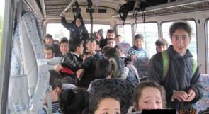 ضبط حافلة صغيرة تحمل ـ 60 طفلا في الخليل
