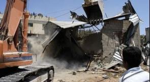 قوات الاحتلال تهدم محلًا للخردة في دير سامت جنوب الخليل