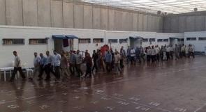 الأسرى يوقعون وثيقة لإعلان إضراب شامل عن الطعام