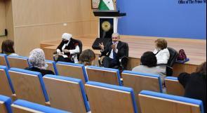 رئيس الوزراء يدعو الاتحاد العام للمرأة للمشاركة في مشروع التعاونيات الزراعية