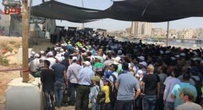 شاهد .. عذابات المواطنين على حاجز قلنديا في الجمعة اليتيمة