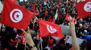 """نشطاء في تونس يطلقون حملة """"السترات الحمراء"""""""